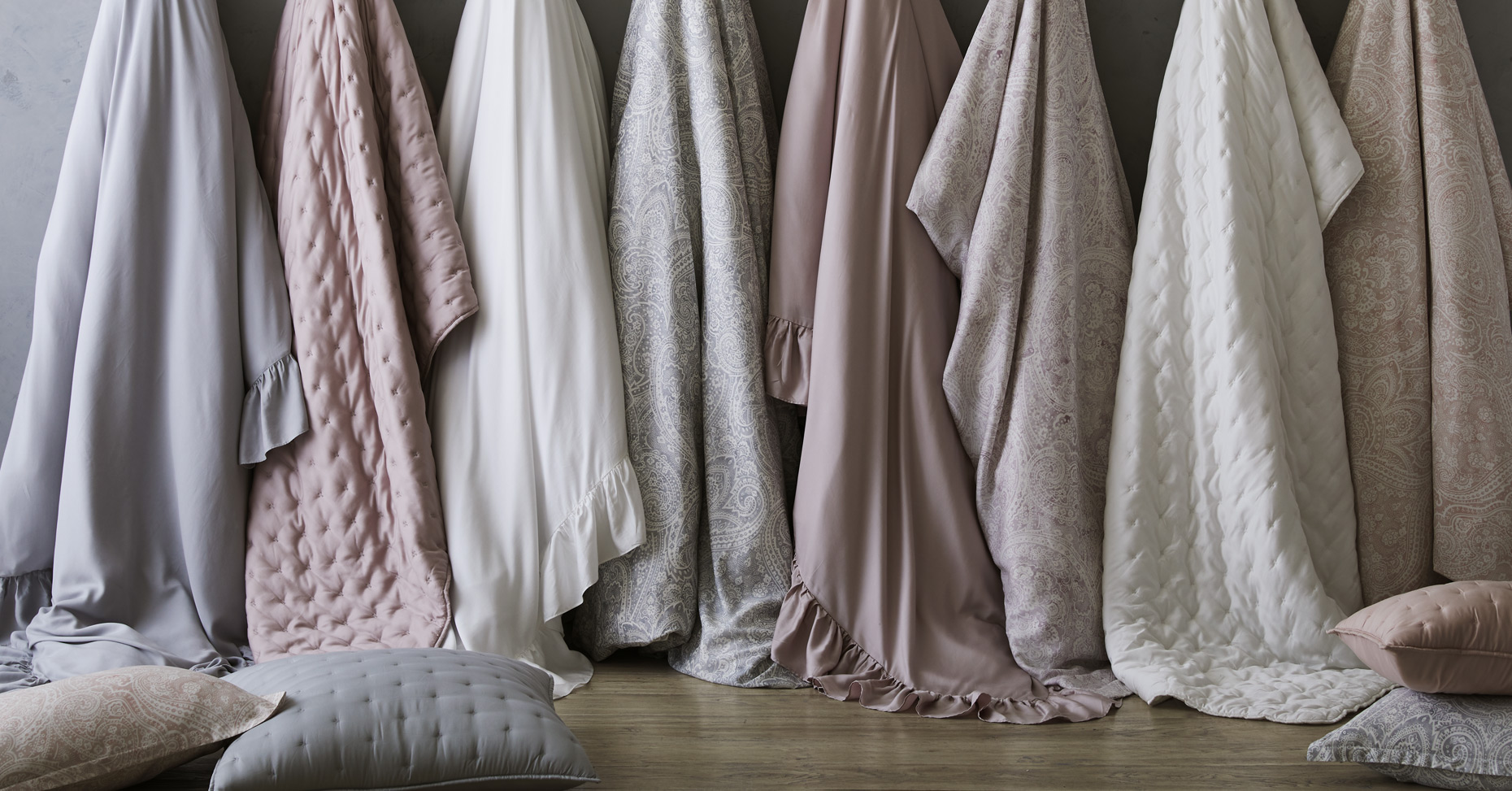 Hanging blanket collection with pillows